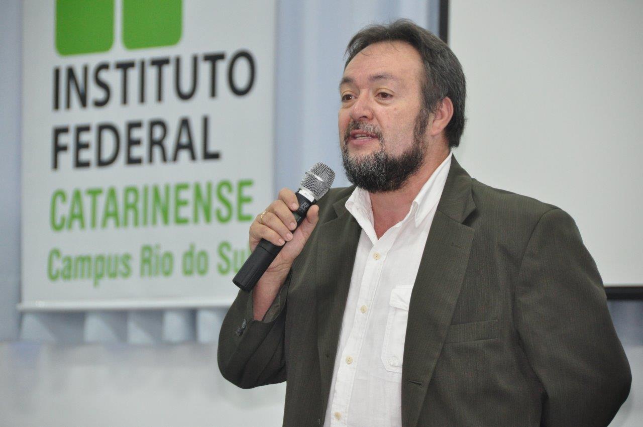 5 perguntas para o educador César Nunes